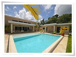 six bedroom villa with awesome swimming pool and staff