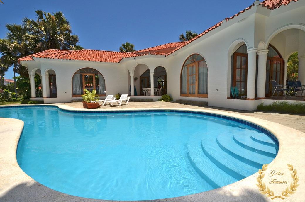4 Bedroom Beach Villa Rental
