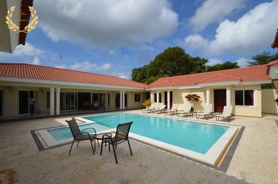Beautiful 6 Bedroom Villa Ultima Rental