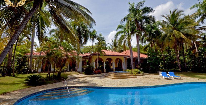 5 bedroom Oceanfront Villa Rental