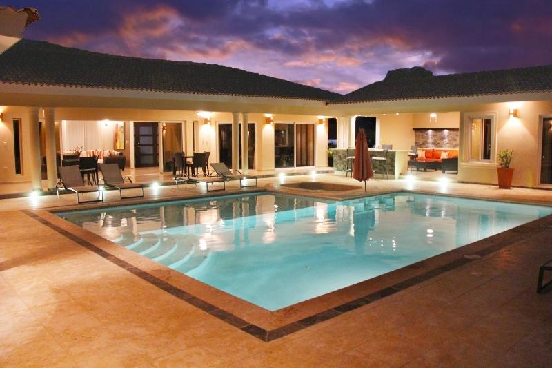 4 Bedroom Villa Rental
