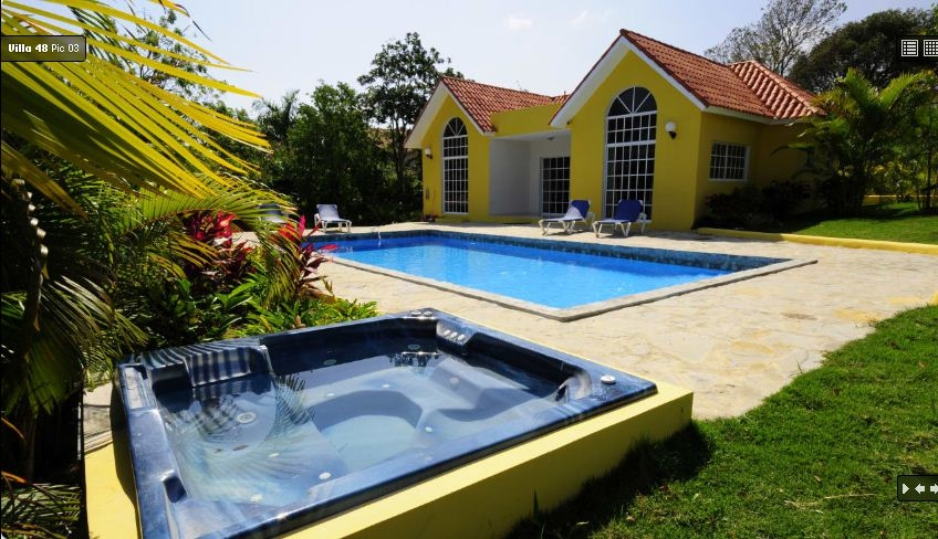 Villa Rental With Outdoor Jacuzzi and Swimming Pool