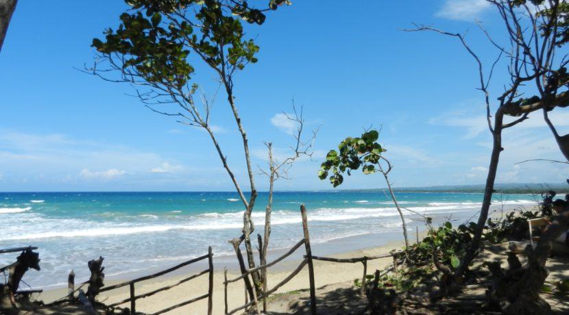 nearby-Encuentro-beach