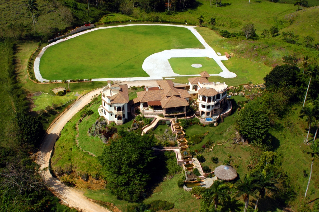9 Bedroom Luxury Villa For Rent in Cabrera, DR