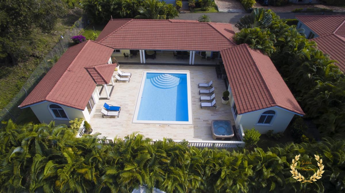 4 Bedroom Sosua Villa For Rent With Jacuzzi