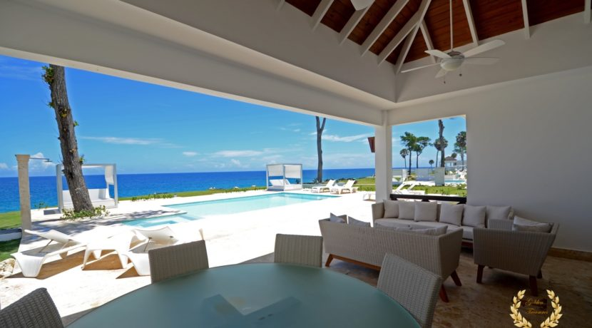 Veranda with fresh views of the pool and ocean background