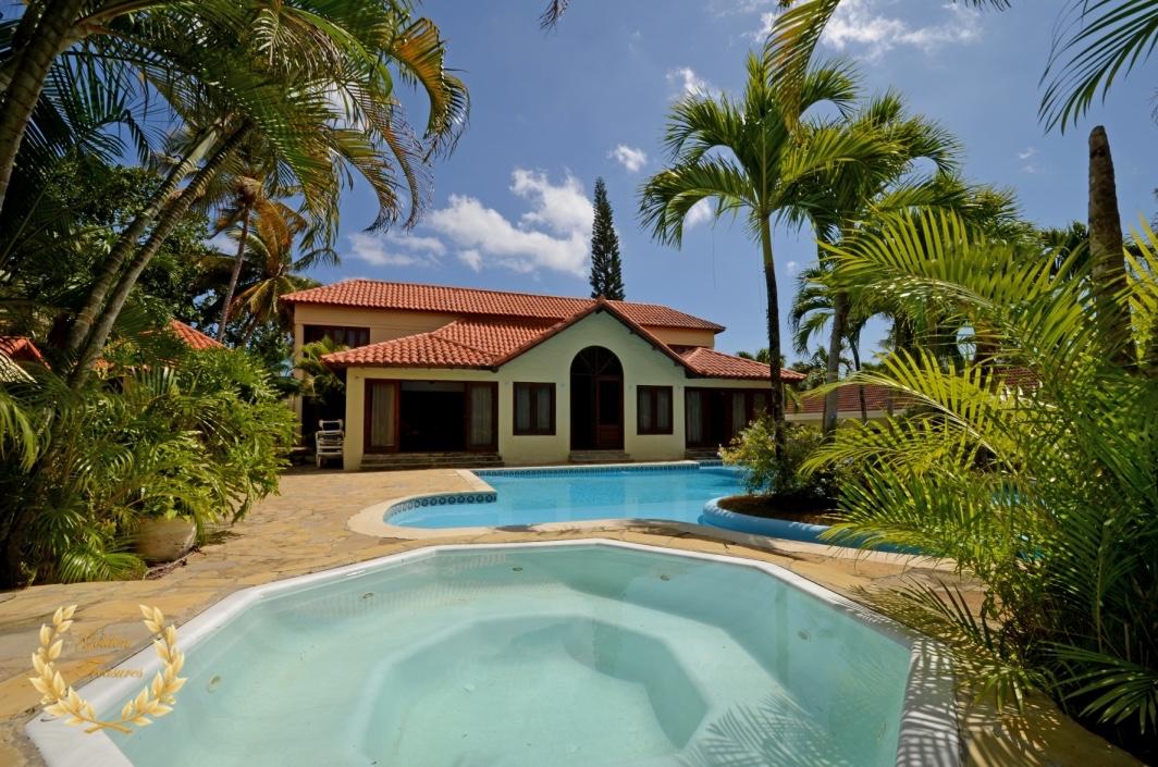 Classic Style Villa For Sale