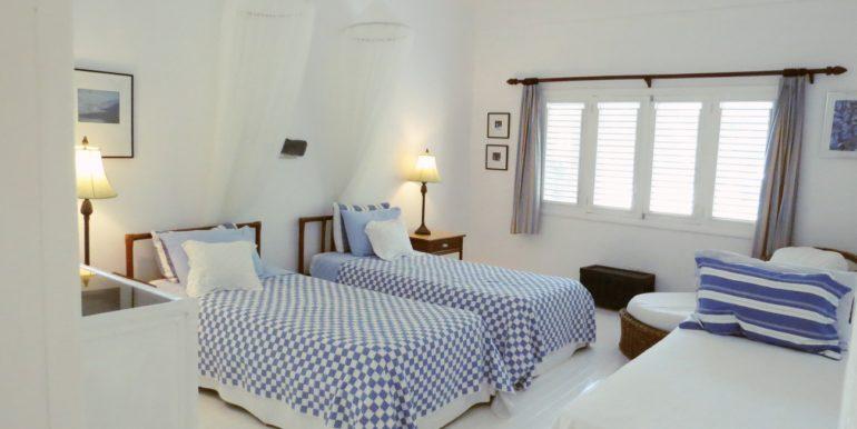 front triple bedroom