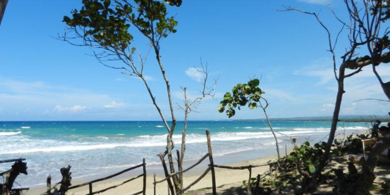 nearby Encuentro beach